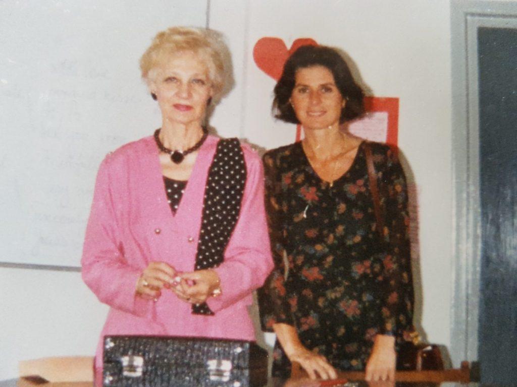 Alaturi de doamna Badulescu, profesor de limba engleza la Înstiutul de Nursing si mare iubitoare si promotoare a nursingului romanesc